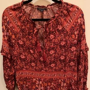 American Eagle Flower Design/Paisley Top